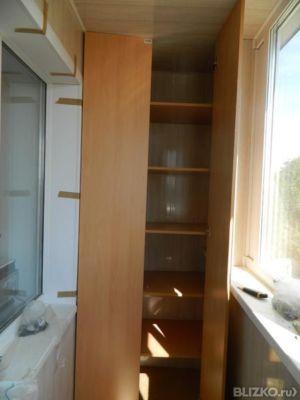 Установка шкафов из дерева на лоджии от компании алькор-стро.